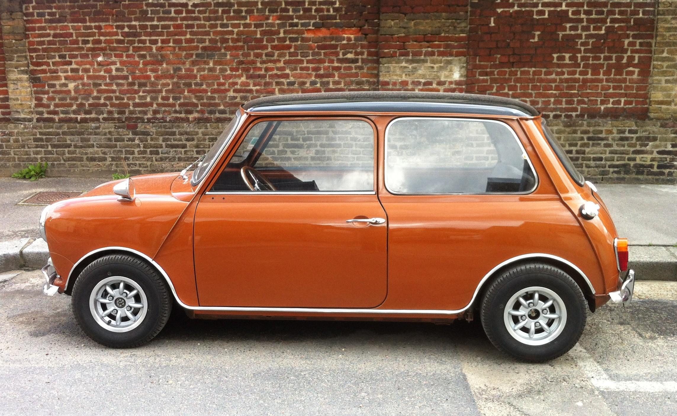 Mini moteur 1300 inno cooper full options for Garage mini paris